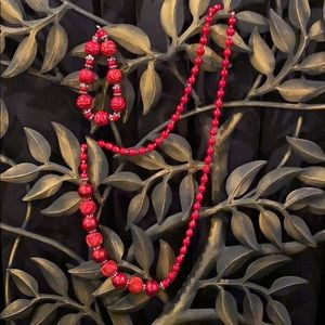 MULTI-SIZED RED BEADED NECKLACE